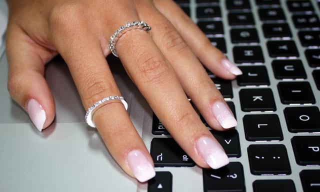 Причины расслоения ногтей